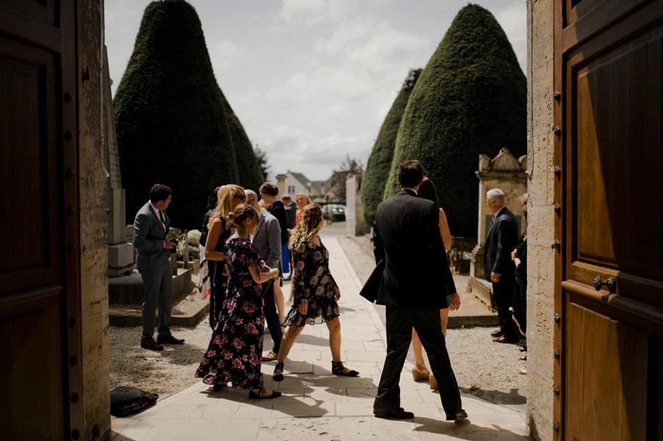 entrée eglise mariage photo
