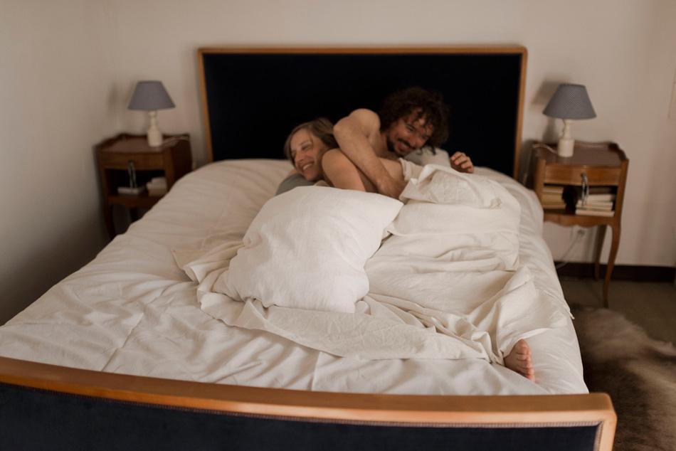 jeux dans le lit photo de couple