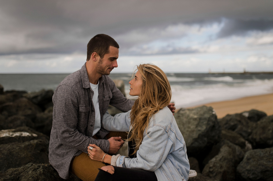 photo de couple à la mer biarritz