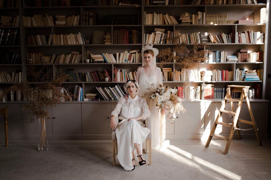 couple mariées en interieur