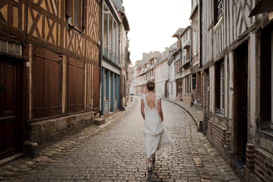 mariée dans les rues de honfleur