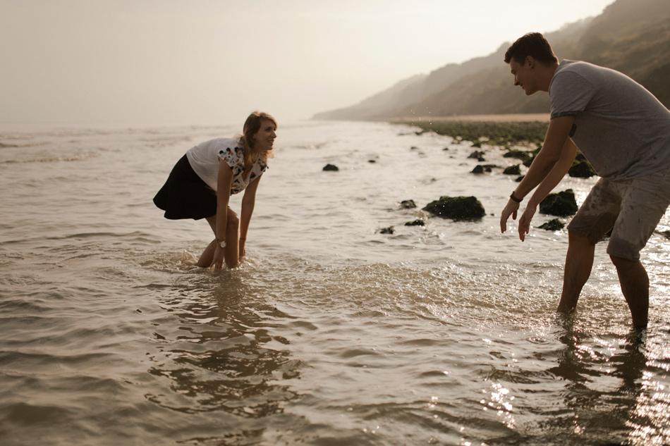 jeux dans l'eau photo de couple