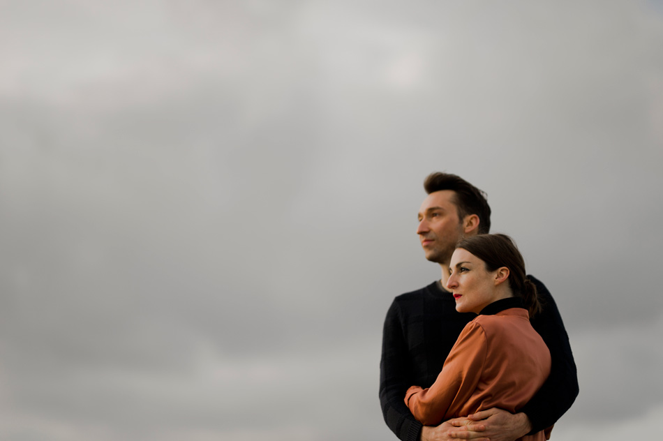couple la tête dans les nuages