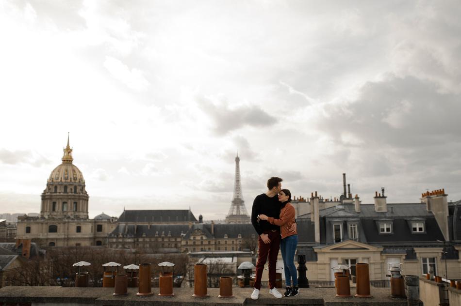 vue sur la tour eiffel photo de couple