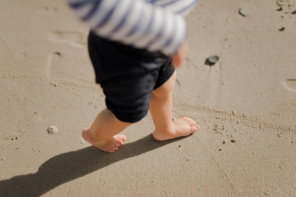 détail petits pieds bébé