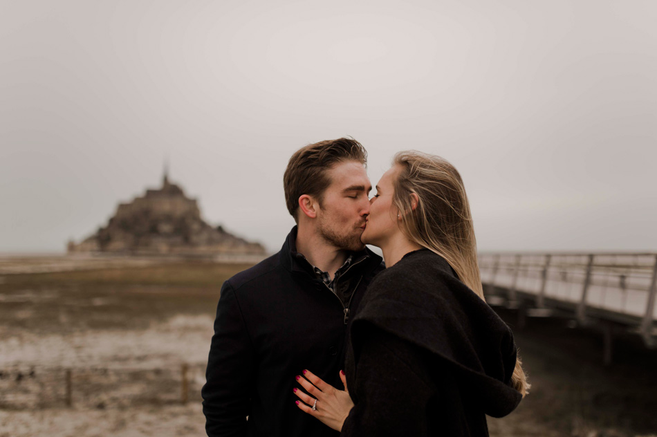 kiss at le mont saint michel