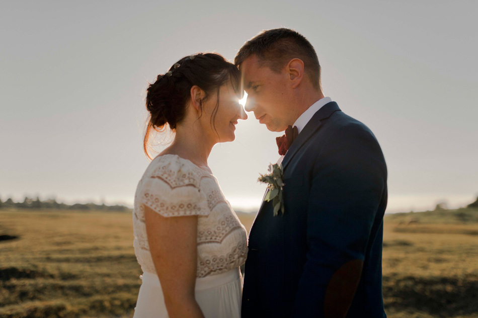 couple soleil couchant mariage