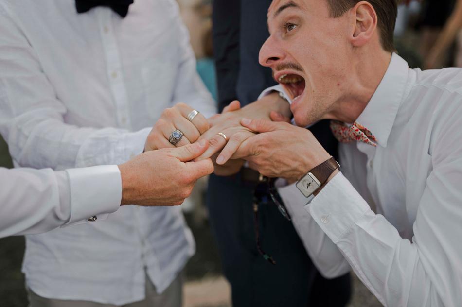 la bague du marié photographie fun