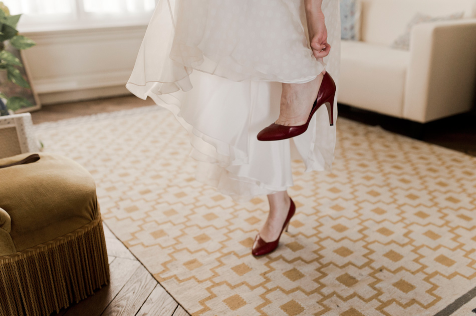 les chaussures rouges de la mariée