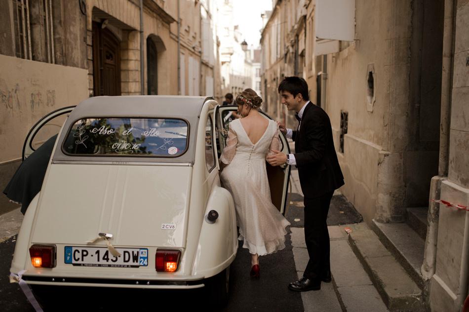 voiture des mariés deux chevaux
