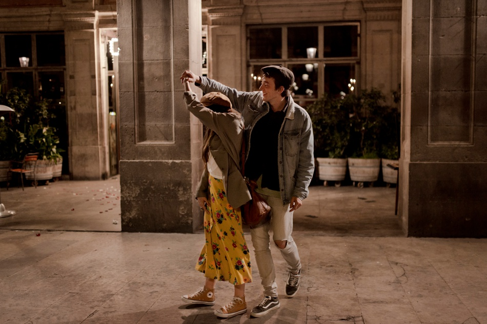 dancing couple in Barcelona