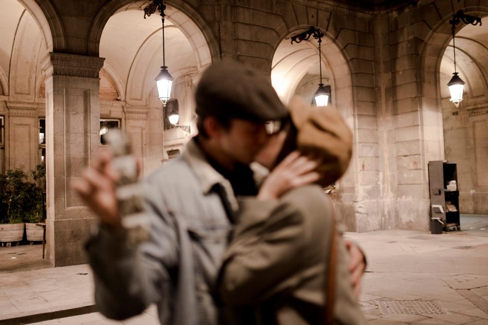 couple photography barcelona plaça Reila