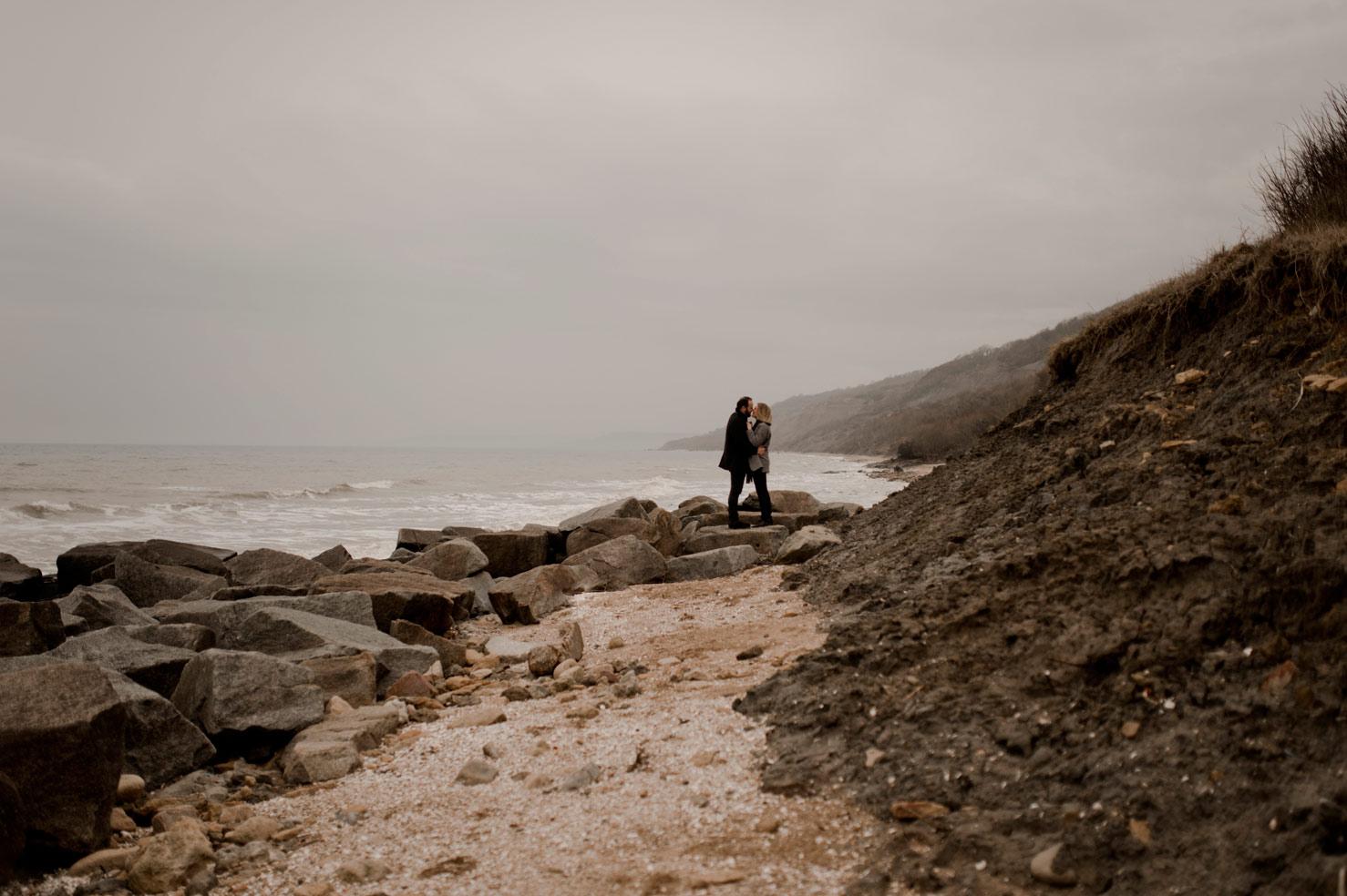 couple seance au pied des falaises Houlgate