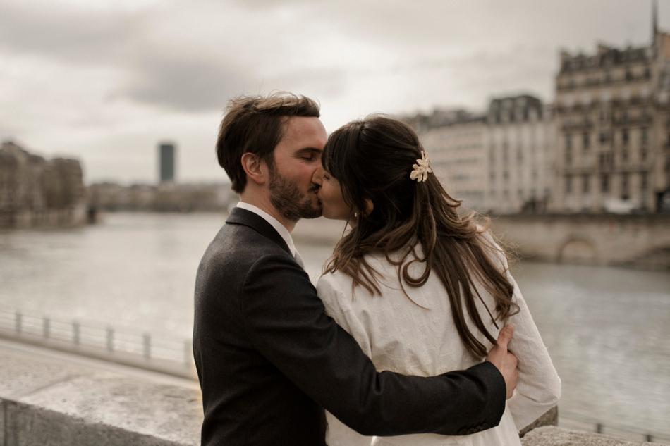 photographie mariés bord de seine