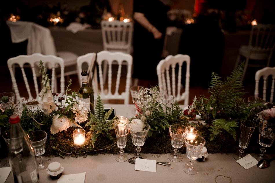 decoration florale mariage mousse vegetale et bougies