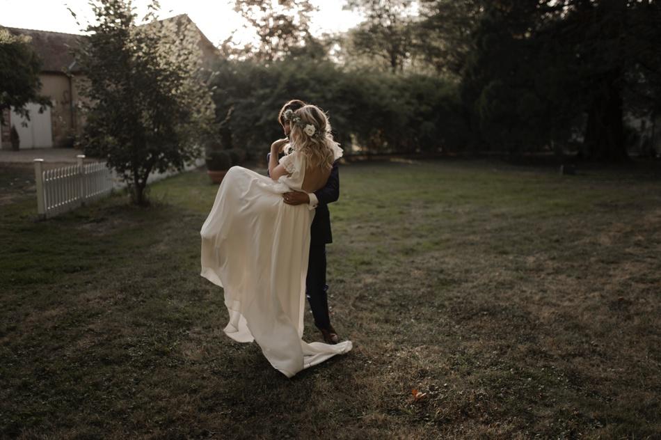 couple dans les bois mariage