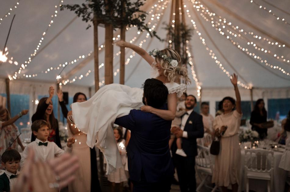 dance flor dans une tente bambou