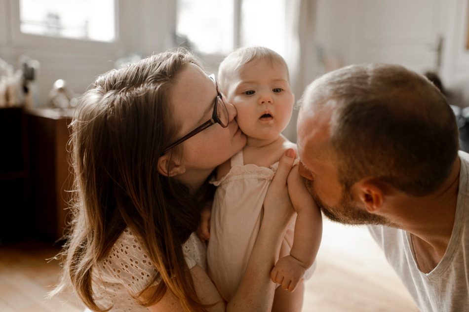 parent enfants bisou