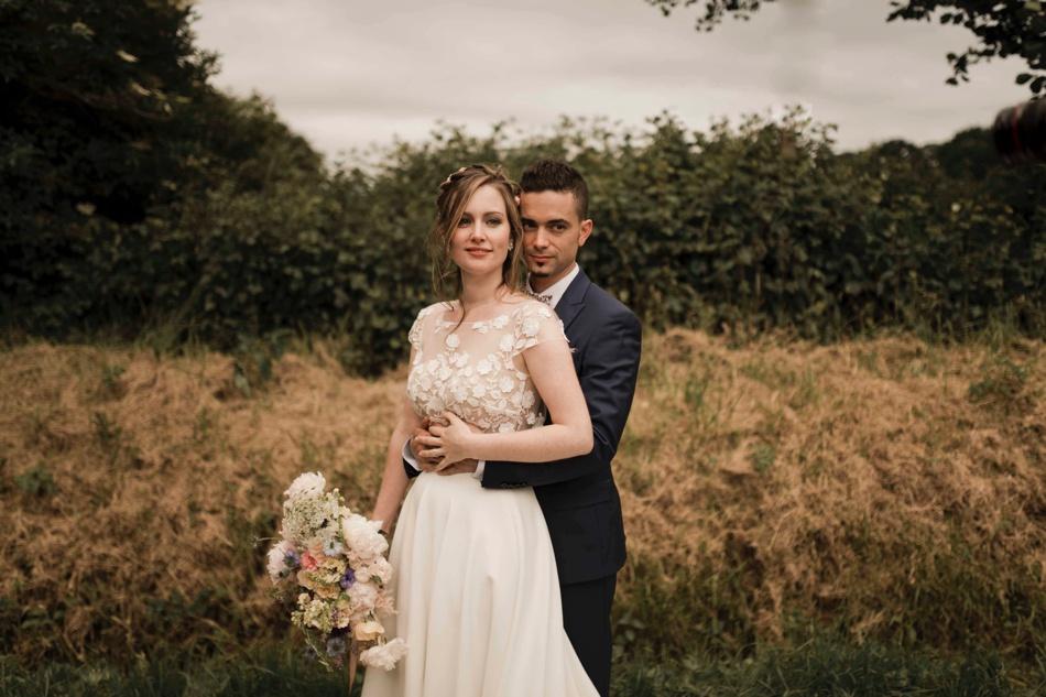 photos de couple mariage à la campagne