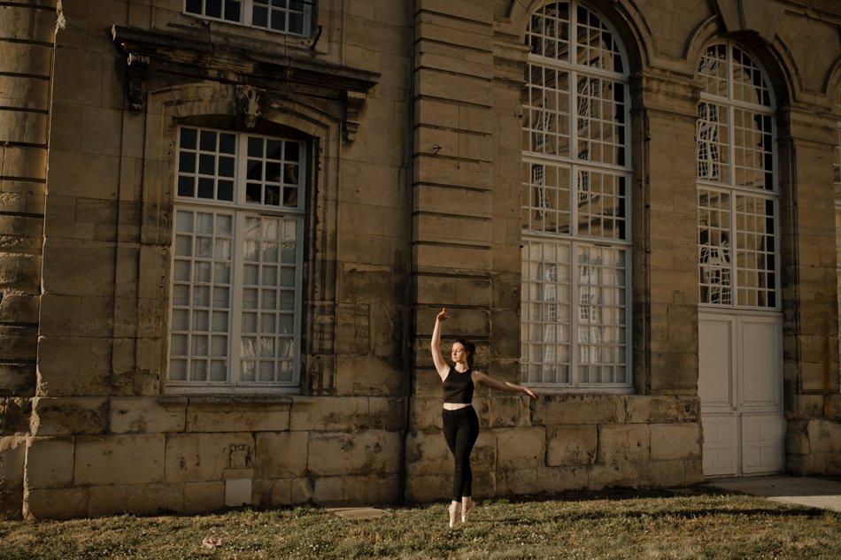 Portrait danseuse dans les rues de Caen