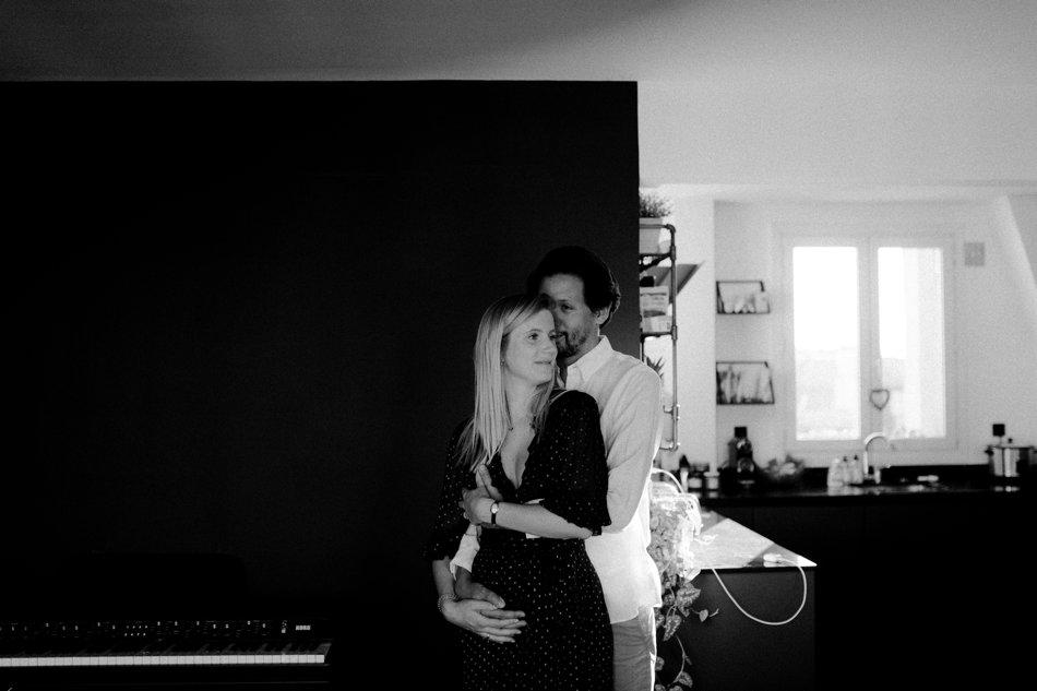 Photo couple en appartement