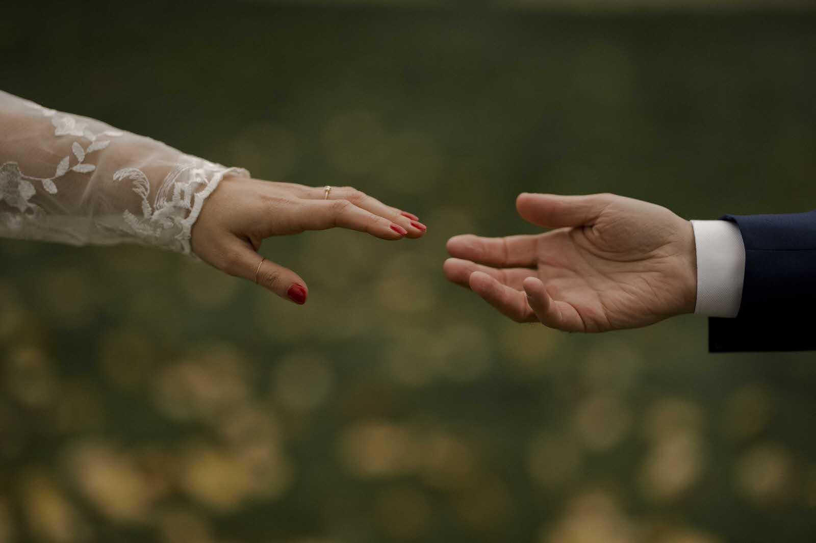 mains qui se joignent photo de mariage