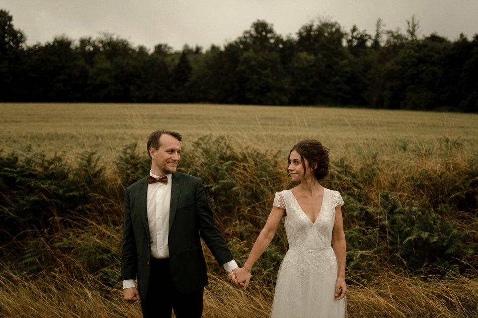 photos de couple mariage dans la nature