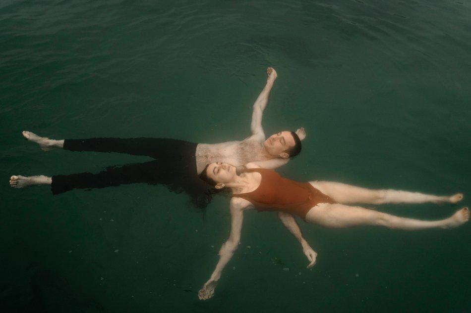photos amoureux dans l'eau